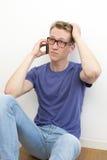 Junger Mann am Telefon Stockfotos