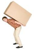 Junger Mann trägt den großen Kasten auf einer Rückseite Lizenzfreie Stockfotografie
