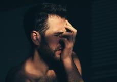 Junger Mann traurig und deprimiert Lizenzfreie Stockbilder