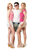 Junger Mann und zwei schöne Mädchen Stockfoto