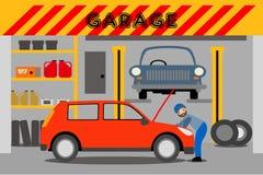 Junger Mechaniker repariert ein rotes Auto in der Garage stock abbildung