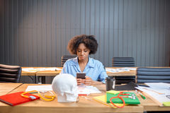 Junger Medizinstudent am Klassenzimmer stockbild