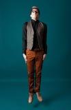 Junger moderner Mann in einem Hemd, in einer Weste und in Gläsern Lizenzfreie Stockfotografie