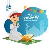 Junger moslemischer Junge, der für Allah betet Stockbild