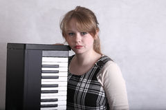 Junger Musiker mit ihrer Tastatur Stockbilder