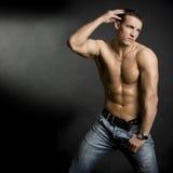Junger muskulöser Mann Lizenzfreies Stockbild
