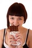Junger schöner Glutton essen die getrennte Schokolade stockfotografie