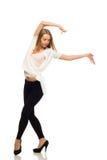 Junger schöner moderner Tänzer Lizenzfreies Stockfoto