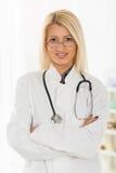 Junger schöner weiblicher Doktor Stockfotos