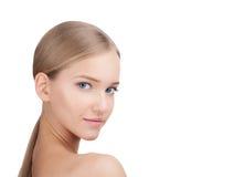 Junger schöner weiblicher Modellabschluß oben, werfend in der Schönheitsart auf Hautpflege-Konzept lokalisiert auf einem weißen H Stockbilder