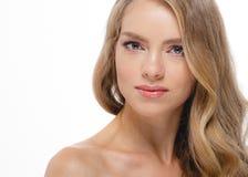 Junger schöner weiblicher Modellabschluß oben, werfend in der Schönheitsart auf Schönes vorbildliches Girl mit perfektem Franc Lizenzfreies Stockbild