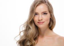 Junger schöner weiblicher Modellabschluß oben, werfend in der Schönheitsart auf Schönes vorbildliches Girl mit perfektem Franc Lizenzfreies Stockfoto