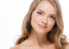 Junger schöner weiblicher Modellabschluß oben, werfend in der Schönheitsart auf Schönes vorbildliches Girl mit perfektem Franc Stockfotografie