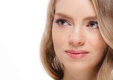 Junger schöner weiblicher Modellabschluß oben, werfend in der Schönheitsart auf Schönes vorbildliches Girl mit perfektem Franc Stockfoto