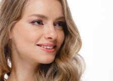 Junger schöner weiblicher Modellabschluß oben, werfend in der Schönheitsart auf Schönes vorbildliches Girl mit perfektem Franc Stockbilder
