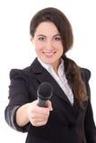 Junger schöner weiblicher Reporter mit dem Mikrofon lokalisiert auf Whit stockbilder