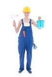 Junger Schönheitsmaler in der Arbeitskleidung mit Malerpinsel und BU Lizenzfreies Stockbild