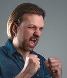 Junger schreiender Mann Lizenzfreie Stockbilder