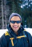 Junger schwarzer Mann im Winter Stockfoto