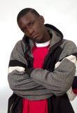 Junger schwarzer Mann mit zweifelhaftem Blick lizenzfreies stockfoto