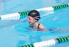 Junger Schwimmer am Schwimmen-Treffen Stockbild