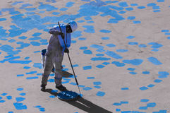 Junger Seaman Painting His Ship Stockfotografie