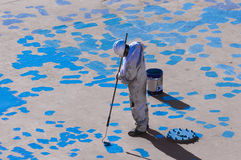Junger Seaman Painting His Ship Lizenzfreie Stockfotografie