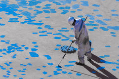 Junger Seaman Painting His Ship Stockbild