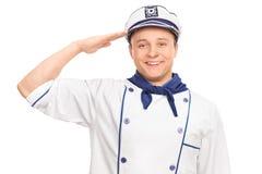 Junger Seemann, der in Richtung zur Kamera begrüßt Stockfoto