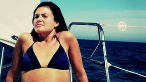 Junger Segelboot-Kapitän stock video footage