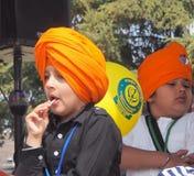 Junger Sikhjunge an Vaisakhi-Feier Stockfotos