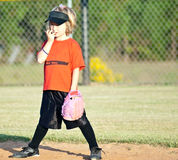 Junger Softball-Spieler/Mädchen stockfotos