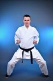 Junger sportlicher Karatemann Lizenzfreies Stockbild
