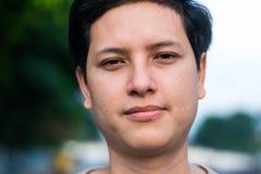 Junger stattlicher asiatischer Mann stockfotografie