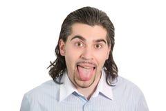 Junger stattlicher Mann zeigt seine getrennte Zunge Stockbild