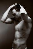 Junger stattlicher muskulöser Mann Stockfotografie