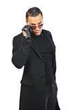 Junger stilvoller gutaussehender Mann im Mantel lokalisiert auf weißem Hintergrund Stockfotografie