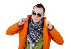 Junger stilvoller Kerl mit Gläsern Lizenzfreie Stockbilder