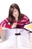 Junger Student, der für Prüfungen studiert stockfoto