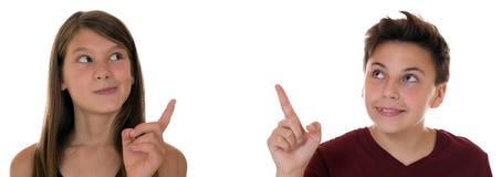 Junger Teenager oder Kinder, die mit ihrem Finger zeigen Lizenzfreies Stockfoto