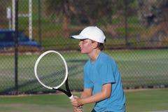 Junger Tennis-Spieler stockfotografie