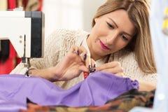 Junger und schöner Modedesigner Stockfoto
