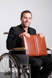 Junger untauglicher Geschäftsmann im Rollstuhl Stockbild