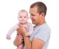 Junger Vater, der nettes Baby lokalisiert auf Weiß hält Stockfotos