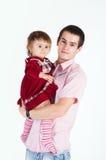 Junger Vater, der seine kleine Tochter anhält Lizenzfreies Stockbild