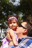 Junger Vater und sein Schätzchen Lizenzfreie Stockfotografie