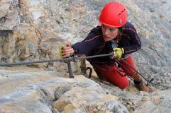 Junger weiblicher Bergsteiger Stockfotografie