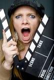 Junger weiblicher Direktor mit dem Schieferkreischen Lizenzfreies Stockfoto
