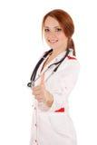 Junger weiblicher Doktor, der O.K. gestikuliert Stockfotos