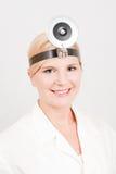 Junger weiblicher Doktor in der Uniform Stockfotos